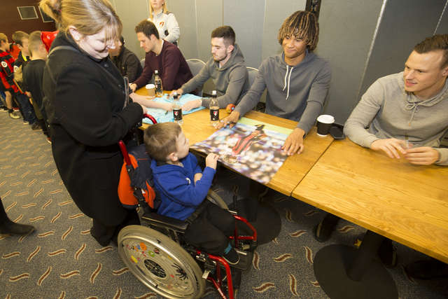 Squad spread Christmas cheer to Junior Cherries